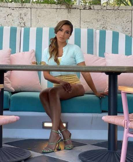 Anitta no Strawberry Moon, o restaurante do hotel The Good Time, em Miami
