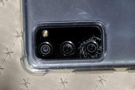 Galaxy S20 com a câmera quebrada