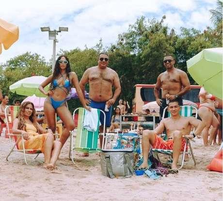 Família da cantora. Da esq. para dir.:Miriam Macedo (mãe); Anitta;Mauro Machado (pai);Felipe Terra eRenan Machado (irmãos)