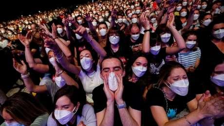 Cerca de 5 mil pessoas compareceram ao show da banda Love of Lesbian