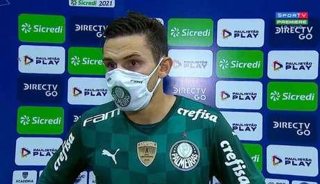 Camisa 23 falou aos repórteres de campo após a derrota no Paulistão (Foto: Reprodução)