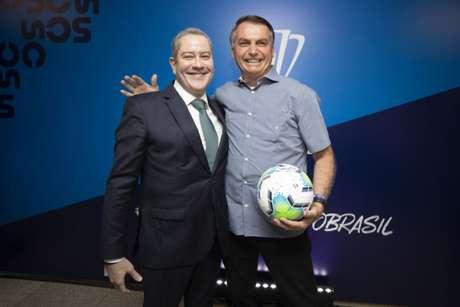 Rogério Caboclo e Jair Bolsonaro posam juntos em evento da CBF (Foto: Lucas Figueiredo/CBF)