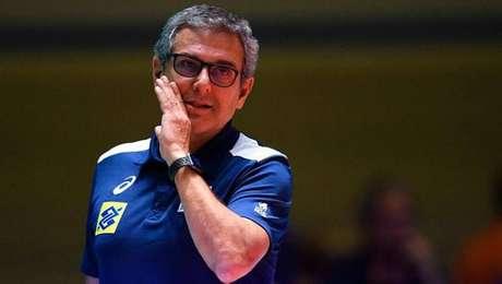 José Roberto Guimarães é o técnico da seleção brasileira femiina de vôlei