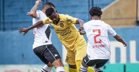Com uma expulsão no início, o Vasco penou contra o Madureira neste sábado (Foto: Reprodução/Twitter Madureira)
