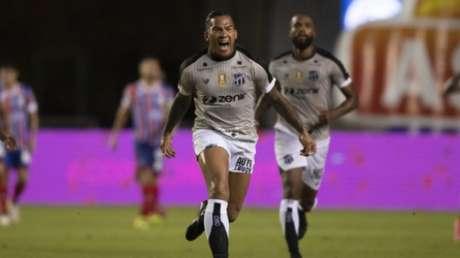 Jael foi o herói do Ceará no 1º jogo (Foto: Lucas Figueiredo/CBF)