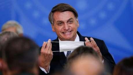 Aliado de Bolsonaro, senador diz que presidente não pode ser condenado por não usar máscara