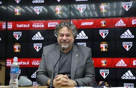 Casares afirmou que vendas podem acontecer nesta temporada (Foto: Rubens Chiri/saopaulofc.net)