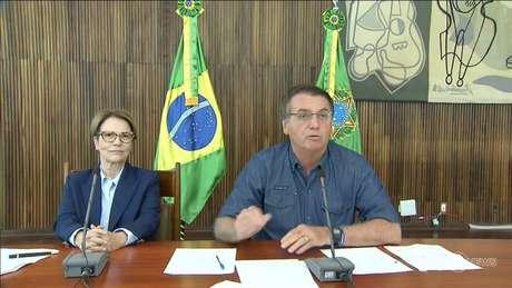 Presidente Jair Bolsonaro em discurso na abertura da ExpoZebu 2021, ao lado da ministra da Agricultura, Pecuária e Abastecimento, Tereza Cristina.