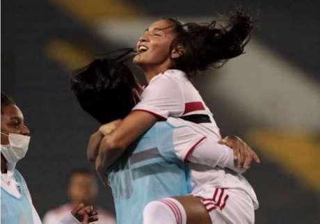 Micaelly marcou seu primeiro gol jogando pelo São Paulo (Foto: Rubens Chiri/saopaulofc.net)