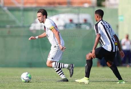 Caio Lopes entrou ainda no primeiro tempo no lugar de Romulo (Foto: Rafael Ribeiro/Vasco)