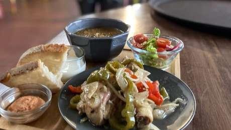O restaurante também reformulou os pratos, dando preferência a receitas mais simples