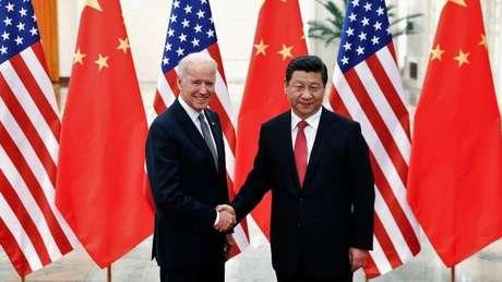 O presidente Biden é um dos políticos americanos mais experientes no trato com líderes chineses. Nesta foto, quando era vice-presidente de Obama, em 2013.
