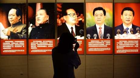 """""""Mao tornou a China independente e a ergueu, Deng Xiaoping os tornou ricos e Xi os tornou fortes' É assim que os especialistas chineses resumem o pensamento do atual presidente do país."""