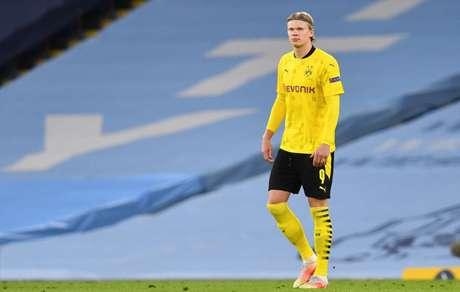 Haaland tem 37 gols em 38 partidas pelo Borussia Dortmund na temporada (Foto: PAUL ELLIS / AFP)