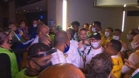 Uma grande confusão ocorreu no fim do jogo entre Cruzeiro e América-MG na entrada dos vestiários do Mineirão-(Reprodução/TV Globo)