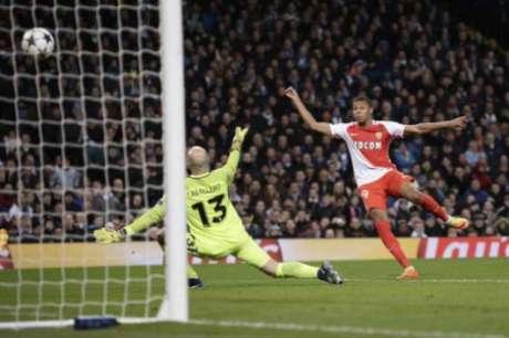 Gol de Mbappé contra o Manchester City (Foto: Oli Scarff / AFP)