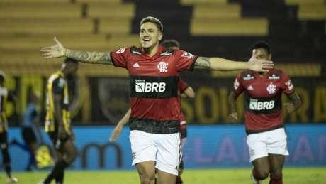 Com assistências de Michael, Pedro marcou os dois gols do Flamengo contra o Volta Redonda (F: Alexandre Vidal/CRF)