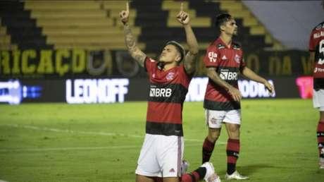 Pedro marcou os três gols do Flamengo na vitória (Foto: Alexandre Vidal/Flamengo)
