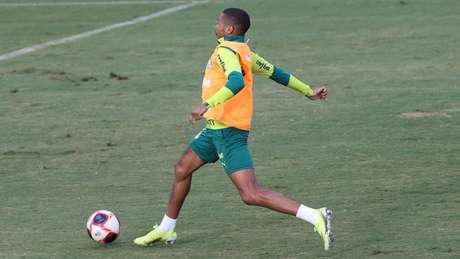 O jogador Wesley durante treinamento na Academia de Futebol (Foto: Cesar Greco/Palmeiras)