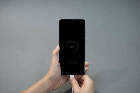 Galaxy S20 Fan Edition carregando bateria