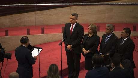 A Assembleia juramentou os novos magistrados da Câmara Constitucional de El Salvador logo após a destituição dos membros anteriores