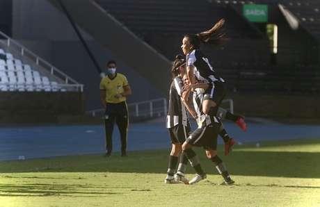 Jogadoras do Botafogo comemoram (Foto: Fábio de Paula/Botafogo)