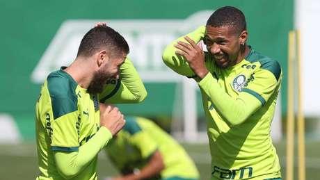 Wesley e Zé Rafael durante treino na Academia de Futebol (Foto: Cesar Greco/Palmeiras)