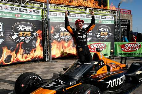 Pato O'Ward comemora a primeira vitória na Indy