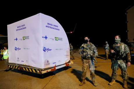 Chegada de vacinas Pfizer-BioNTech no aeroporto de Viracopos, Campinas 29/4/2021 REUTERS/Amanda Perobelli
