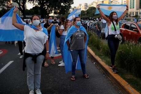 Manifestantes protestam contra medidas de lockdown em Buenos Aires 17/04/2021 REUTERS/Agustin Marcarian