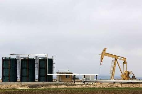 Bombeamento de petróleo em Granum, Canadá  06/05/2020 REUTERS/Todd Korol