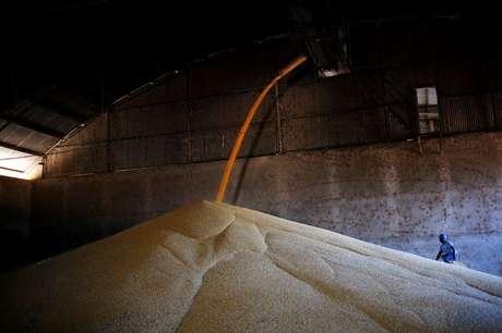 Armazenamento de milho após colheita em Sorriso (MT)  26/07/2017 REUTERS/Nacho Doce