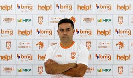 Cícero Júnior vai tentar trazer o Coimbra de volta à elite do Mineiro-(Henrique Chendes/Coimbra)
