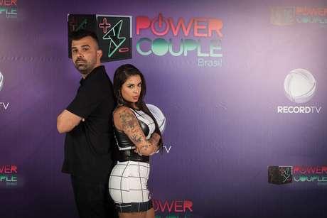 A funkeira é conhecida pelo hit 'Bigode Grosso', que fez bastante sucesso na internet; é casada com seu empresário