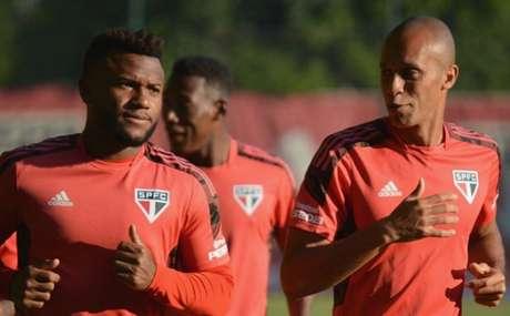 Miranda e Luan durante treino desta segunda-feira (Foto: Reprodução/ Twitter @SaoPauloFC)