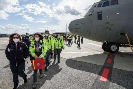 Equipe médica da Itália desembarca em Nova Délhi
