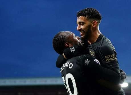 Antonio marcou duas vezes na vitória do West Ham (Foto: JON SUPER / POOL / AFP)