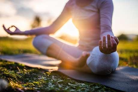 A técnica do ponto e do círculo vai ajudar a aumentar a sua concentração ao meditar
