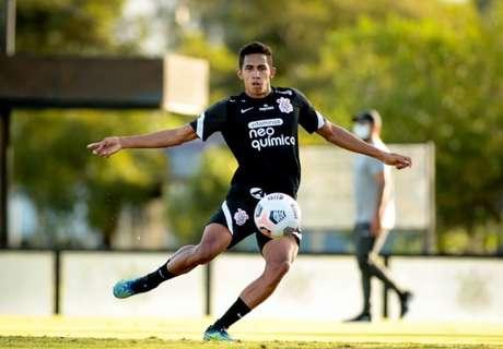 Fessin durante treinamento com o elenco principal do Corinthians, em abril (Foto: Rodrigo Coca/Ag. Corinthians)