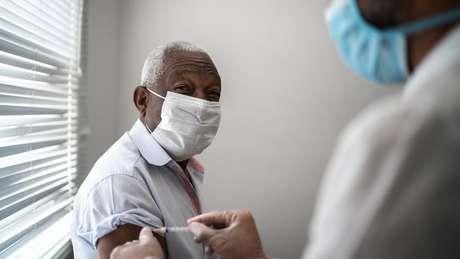 Mortes de idosos no Brasil caíram pela metade, diz pesquisa da UFPel