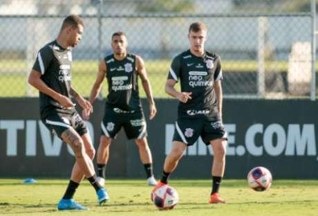 João Victor e Piton titulares? (Foto: Rodrigo Coca/Ag. Corinthians)