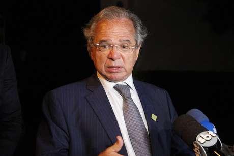 Ministro Paulo Guedes concede entrevista depois do jantar com empresários