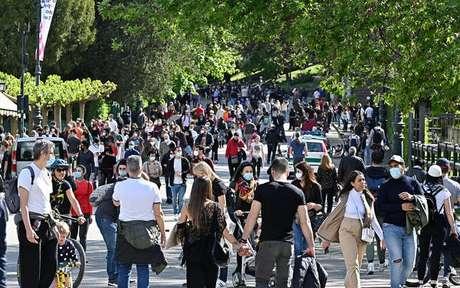 Movimentação em Turim, norte da Itália, em 2 de maio, após fim de lockdown