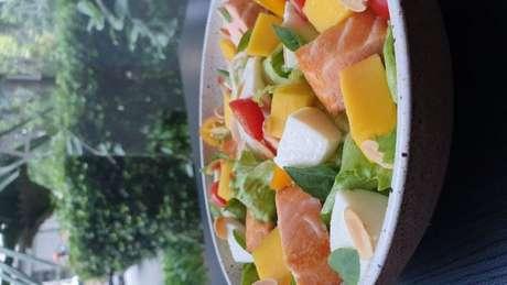 Guia da Cozinha - Salada de salmão com manga para o Dia das Mães