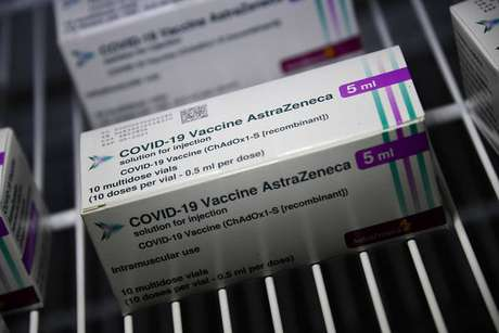 Caixas de vacina da AstraZeneca armazenadas em Gênova, noroeste da Itália