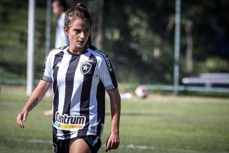 Chai é titular do Botafogo (Foto: Twitter/Chaiane)