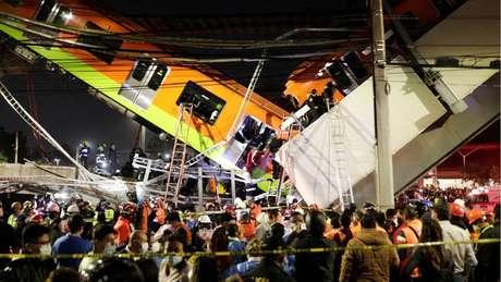 Um trecho de via elevada e alguns vagões da linha 12 do metrô desabaram na noite de segunda-feira na capital mexicana.
