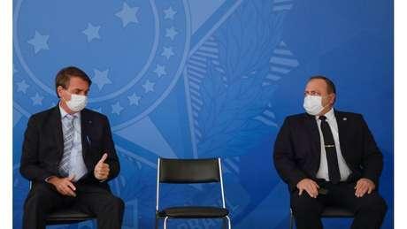 Quando era ministro, Pazuello disse que seguia as ordens de Bolsonaro