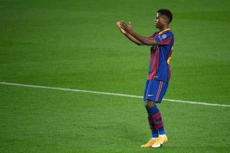 Ansu Fati volta a jogar somente na próxima temporada pelo Barça (Foto: LLUIS GENE / AFP)