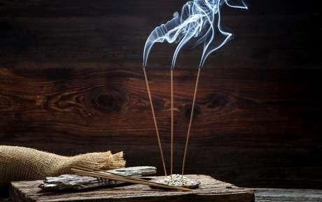 Conheça os incensos que podem melhorar a sua vida financeira - Shutterstock